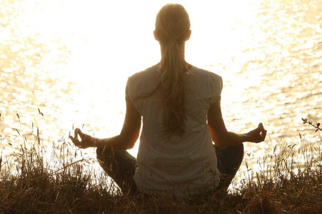 mediterende-vrouw